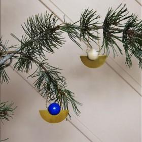 Oyoy décoration à suspendre, bois et laiton