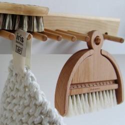 Ramasse-miettes design en bois - Iris Hantverk