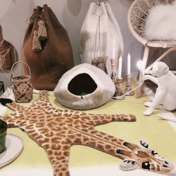 DOING GOODS tapis girafe