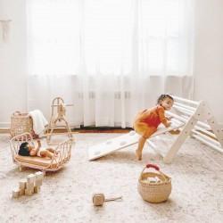 Berceau pour poupée en rotin