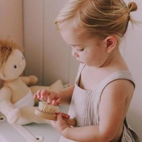 Brosse en bois pour poupée Olli Ella