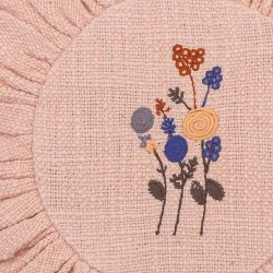 Coussin rond brodé rose Bloomingville mini