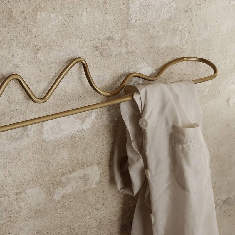"""Porte-serviette laiton """"curvature"""" Ferm Living"""