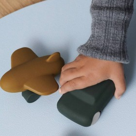 """Jouets silicone avion / voiture vert/olive """"Kevin"""" Liewood"""