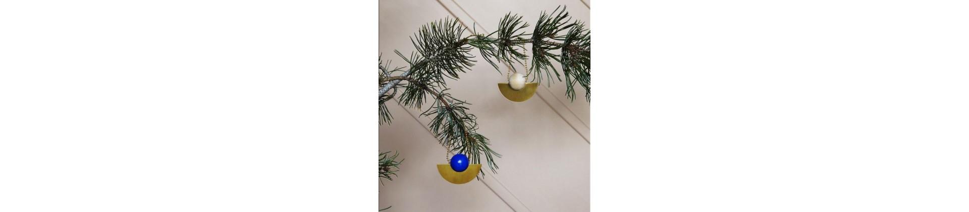 Profitez des soldes de décoration de Noël en vente sur la boutique en ligne Pop-line. Articles en soldes et expédiés sous 24h